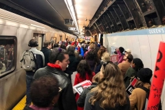 subway-packed-911x683